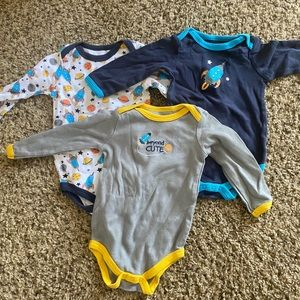 Long sleeve baby onesies
